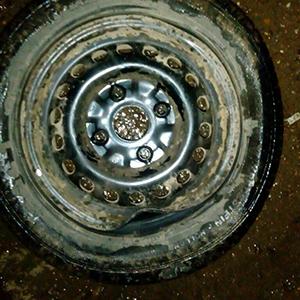 خمام - پنچری و خسارت دهها خودرو در کمتر از ۴۸ ساعت در جادههای درونشهری