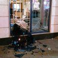 درگیری منجر به فروریختن شیشه بانک شد
