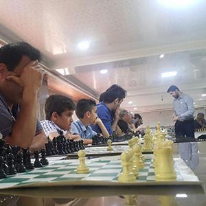 خمام - رقابت همزمان استادبزرگ امیررضا پوررمضانعلی با ۳۲ شطرنجباز گیلانی به ۳۱ پیروزی و ۱ تساوی انجامید