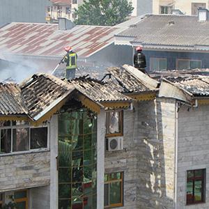 خمام - تعدادی ساختمان مسکونی طعمه حریق شد