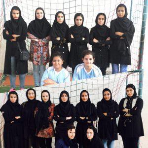 خمام - دختران فوتبالیست خمام به یک پیروزی و یک تساوی در مقابل تیم رودسر دست یافتند