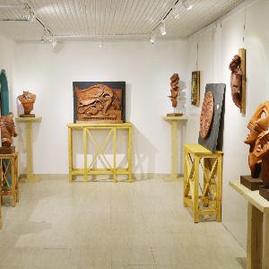 خمام - نمایشگاه نقش برجسته و مجسمههای سفالی در گورابجیر صحرا بازگشایی شد