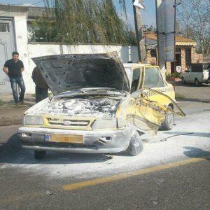 خمام - تصادف در چوکام موجب حریق خودروی تاکسی شد