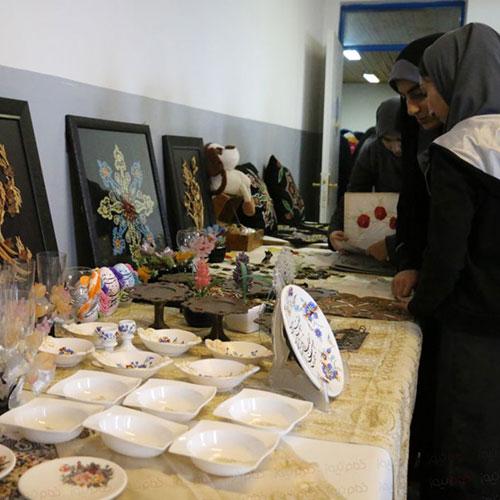 نمایشگاه دستاوردهای مربیان و هنرجویان کانون عفاف افتتاح شد
