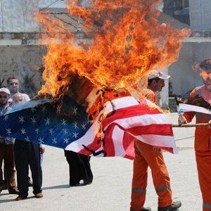 خمام - به آتش کشیدن پرچم آمریکا پساز نماز جمعه