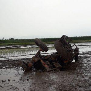 خمام - نجات کشاورز مصدوم در سانحهی واژگونی تراکتور