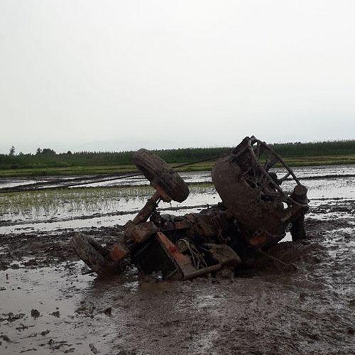 نجات کشاورز مصدوم در سانحهی واژگونی تراکتور