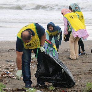 خمام - طرح پاکسازی ساحل جفرود بالا از زباله به مناسبت روز ملی دریای کاسپین اجرا شد