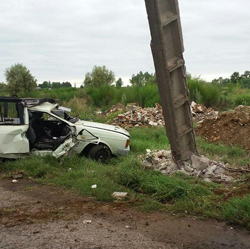 تصادف خودروی پیکان وانت با تیربرق ۲ مصدوم برجای گذاشت