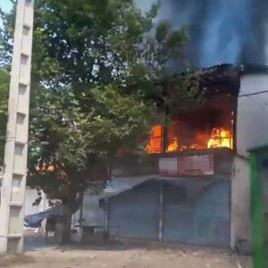 خمام - ۳ باب مغازه و ۱ باب منزل مسکونی در آتش سوخت