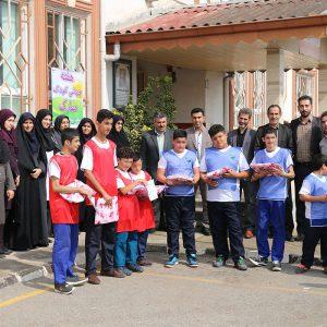 خمام - دیدار دوستانه فوتبال گلکوچک مدرسه استثنائی ایثار به مناسبت روز ملی کودک برگزار شد