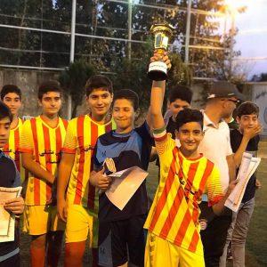 خمام - تیم زیر ۱۴ سال شهرداری خمام به قهرمانی مسابقات چهارجانبه فوتبال هفتهی تربیت بدنی دست یافت