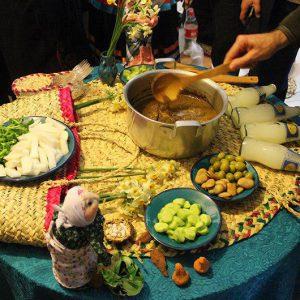خمام - جشنواره غذاهای بومی محلی بانوان خانهدار در کتابخانه عمومی شهید بهشتی برگزار شد