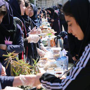 خمام - بازارچه کارآفرینی و دستسازههای دانشآموزی برپا شد