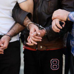 خمام - سارق ۳۶ ساله منازل و ۲ مالخر دستگیر شدند