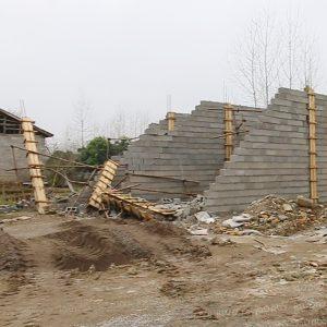 خمام - تعدادی مغازه در روستای مرزدشت تخریب شد