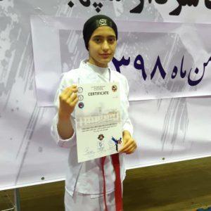 خمام - سیدهمریم حسینی در مسابقات کاراته مناطق هفتگانه گیلان به مدال نقره دست یافت