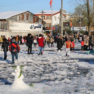 خمام - دومیندوره از جشنواره آدمهای برفی برگزار شد / شادی مردم پساز نخستین برف زمستانی
