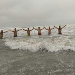 خمام - شنا در ساحل جفرود بالا در روز برفی