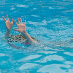 خمام - کودک ۲ ساله توسط پرسنل اورژانس خمام نجات یافت