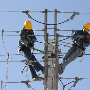 خمام - مشکل قطعیهای برق خمام با ترمیم و تقویت ظرفیت خطوط شبکه برطرف میشود