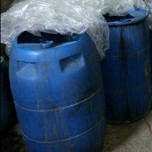 خمام - کشف ۲۲۰ لیتر مشروبات الکلی دستساز در یک کارگاه خانگی