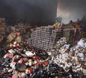 خمام - خسارت ۳ میلیارد تومانی آتشسوزی در انبار نگهداری مواد غذایی