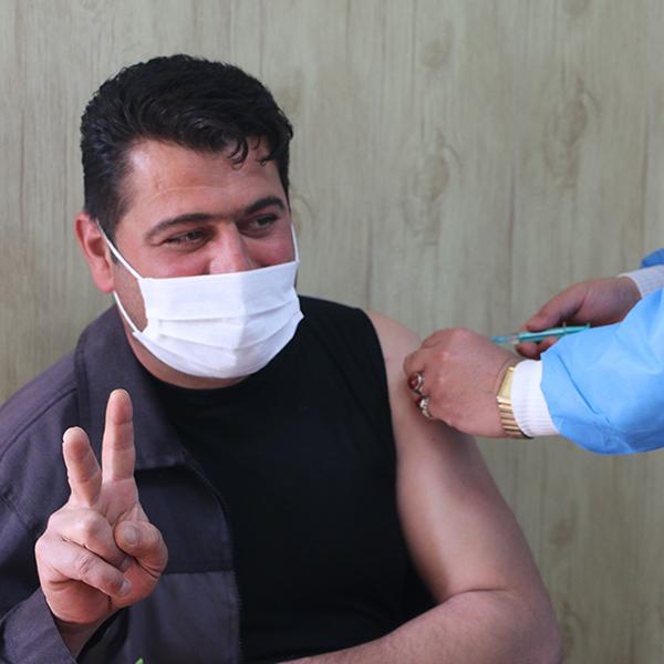 نخستین مرحله از واکسیناسیون پاکبانان شهرداری خمام انجام شد