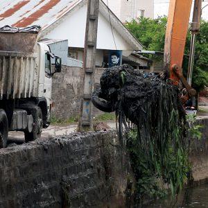 خمام - لایروبی رودخانه در محدوده شهر آغاز شد